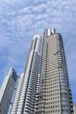 离开为天空的一个高摩天大楼 免版税库存图片