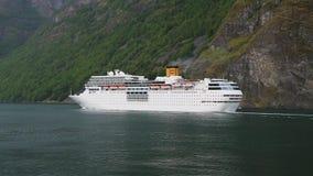 离开为远航,挪威的大游轮 股票视频
