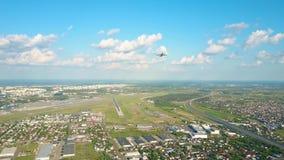 离开国际机场的商业飞机 影视素材