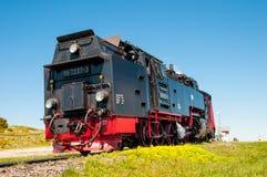 离开布罗肯峰火车站的蒸汽火车 免版税库存照片