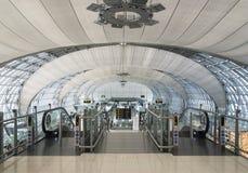 离开广场看法在曼谷机场 免版税库存图片