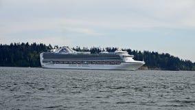 离开温哥华的红宝石公主游轮一个七天阿拉斯加巡航假期 免版税库存图片