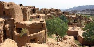 离开的伊朗kharanaq村庄 免版税图库摄影