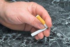 离开的抽烟 免版税库存图片