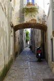 离开的街道在巴斯卡的中心 克罗地亚 免版税库存照片