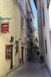 离开的街道在巴斯卡的中心 克罗地亚 免版税图库摄影
