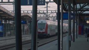 离开驻地的铁路火车 火车离开驻地 股票视频