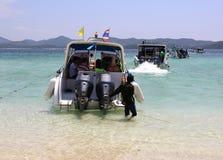 离开Khai nai海岛的快艇 免版税图库摄影