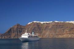 离开santorni的海岛 免版税库存图片
