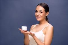 秀丽、人、化妆用品、skincare和化妆用品概念- woma 免版税库存图片