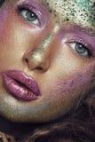 秀丽、化妆用品和构成 电子射线管看与明亮创造性组成 美女的面孔宏观射击  库存照片