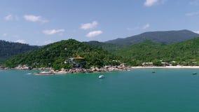 秀丽与海滩、海和密林的自然风景泰国的 寄生虫录影 4K 影视素材