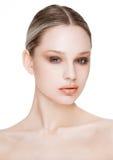 秀丽与自然构成护肤的时装模特儿 免版税库存照片