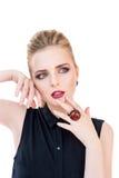 20秀丽世纪纵向回顾展复核s妇女xx 有完善的新鲜的干净的皮肤的美丽的式样平衡专业构成佩带的女孩和黑暗 免版税库存图片