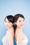 秀丽二妇女 免版税图库摄影