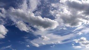 秀丽云彩和天空蔚蓝时间间隔 股票录像