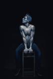 秀丽人样式画象被隔绝在黑暗的背景 艺术蓝色和灰色构成 发型和skincare概念 海王星神色 免版税库存图片