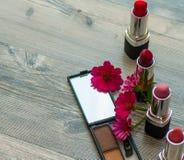 秀丽和编目的化妆用品 美丽的装饰化妆用品,在白色 库存图片