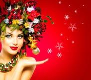 秀丽圣诞节特写镜头表面方式狐皮魅力敞篷设计纵向性感的冬天妇女 图库摄影