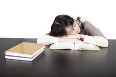 秀丽在白色背景的学生睡眠 免版税库存图片