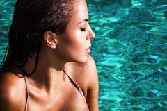 秀丽在水中 免版税库存图片