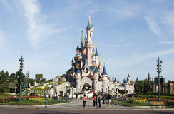 秀丽在eurodisney的休眠城堡 库存图片