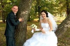 秀丽夫妇微笑的年轻人 免版税图库摄影