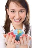 秀丽女孩地球暂挂掌上型计算机yung 免版税库存图片