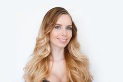 秀丽女孩妇女面孔画象 美丽的温泉模型女孩完善的新鲜的干净的皮肤 白肤金发的妇女女性微笑 免版税库存照片