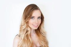秀丽女孩妇女面孔画象 美丽的温泉模型女孩完善的新鲜的干净的皮肤 白肤金发的妇女女性微笑 库存图片