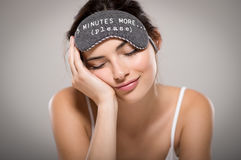 秀丽妇女睡觉 免版税库存图片