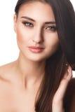 秀丽妇女画象青少年的女孩美好快乐享用与长的棕色在白色背景隔绝的头发和干净的皮肤 库存图片