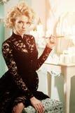 秀丽富有的豪华妇女喜欢玛丽莲・梦露 美丽的fashiona 库存图片