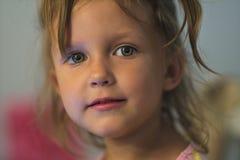 秀丽小女孩面孔 库存照片