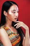 秀丽年轻亚裔女孩与组成象Pocahontas 库存照片