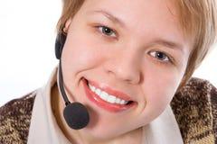 秀丽微笑有耳机的女孩运算符 免版税库存照片