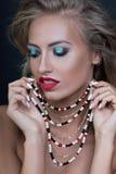 秀丽性感的时装模特儿妇女画象,隔绝在黑背景 免版税图库摄影