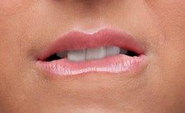 秀丽接近的情感嘴唇哀伤的妇女 免版税图库摄影