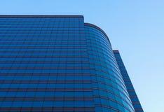 秀丽摩天大楼低角度视图 库存照片