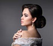 秀丽时尚新娘构成 典雅的时髦的女人画象 免版税库存图片