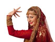 秀丽服装女孩印地安人摆在传统 免版税库存图片