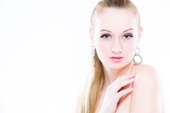 秀丽查出的纵向白色 在空白背景 完善的新鲜的皮肤特写镜头 背景查出的白色 纯净的秀丽模型 免版税图库摄影