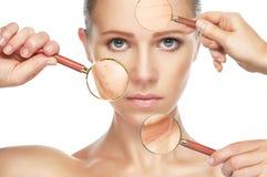 秀丽概念皮肤老化 防皱做法,回复,举,拉紧面部皮肤 图库摄影