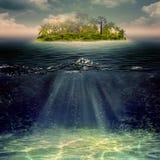 秀丽海岛在海洋 免版税图库摄影