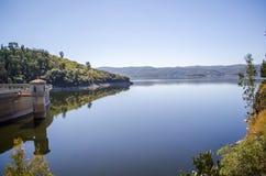 秀丽渔夫湖横向本质安排沈默 库存照片