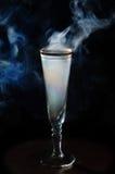 秀丽玻璃抽烟 免版税图库摄影