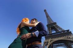 秀丽白种人夫妇在巴黎 库存照片
