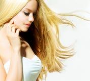 秀丽白肤金发的女孩 库存图片