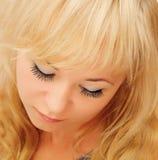 秀丽白肤金发的妇女 免版税库存照片