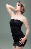 秀丽白肤金发的方式射击妇女年轻人 免版税库存图片